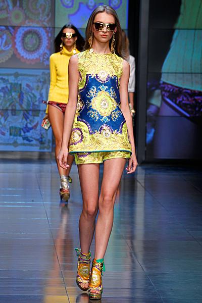 Къси панталонки и туника синьо и жълто шарки D and G пролет-лято 2012