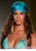 Прическа пусната чуплива коса с кърпа морско синьо