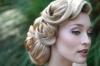 Асиметрична прическа за булка с плетена коса