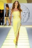 Дължа нежно жълта рокля без презрамки с малки камъни Versace Пролет и лято 2012