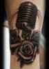 Татуировка микрофон с рози