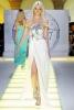 Лека дълга бяла рокля с декоративно бижу морска звезда Versace Пролет и лято 2012