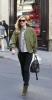 Кейт Мос с прекрасно зелено яке