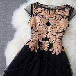 Стилна рокля за зимните празници