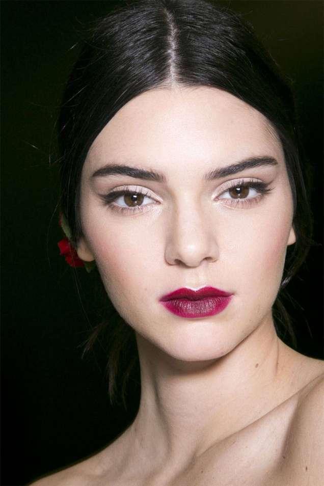 Красиви червени устни 2015