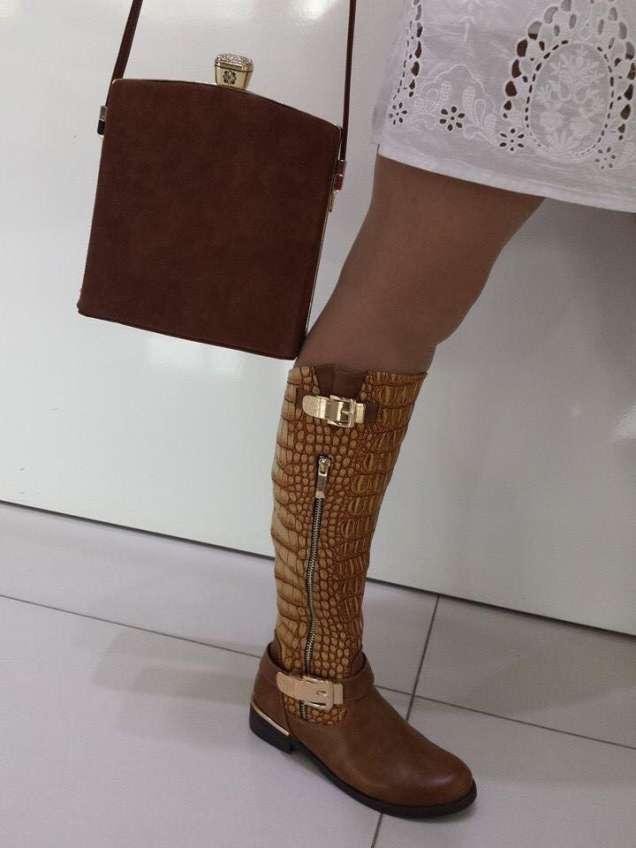 Стилна чанта и ботуши от змийска кожа 2015
