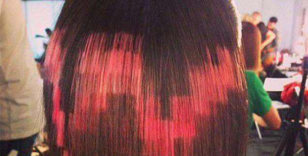 Пиксел прическа в червено