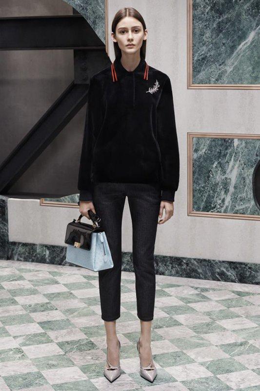 Спортно-елегантен стил от Balenciaga