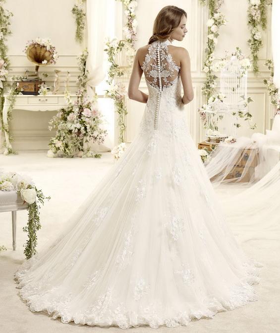 Сватбена рокля с дантелен гръб и перли 2015