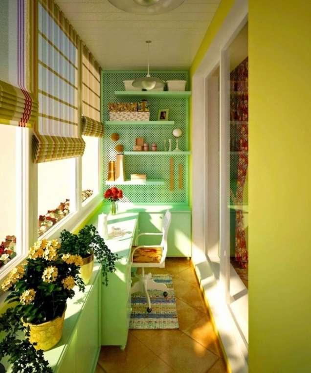 Остъклен балкон тип стая с бюро