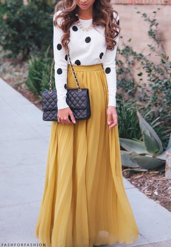 Дълга жълта пола с бяла блуза с точки