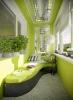 Остъклен балкон в зелено