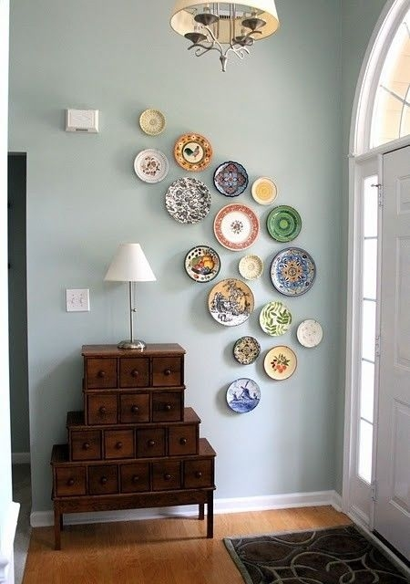 Декорация за стена с чинии