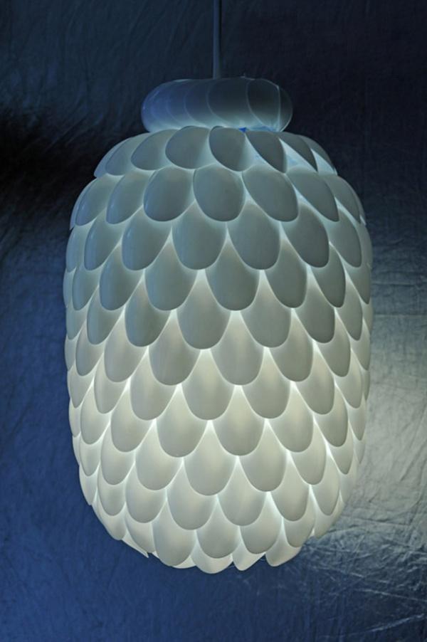 Лампа от пластмасови лъжички