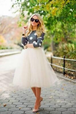 Сива блуза на големи бели точки