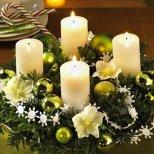 Коледна декорация венец с играчки и свещи