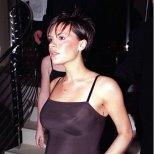 Виктория през декември 19998 г. бременна с първия си син Бруклин
