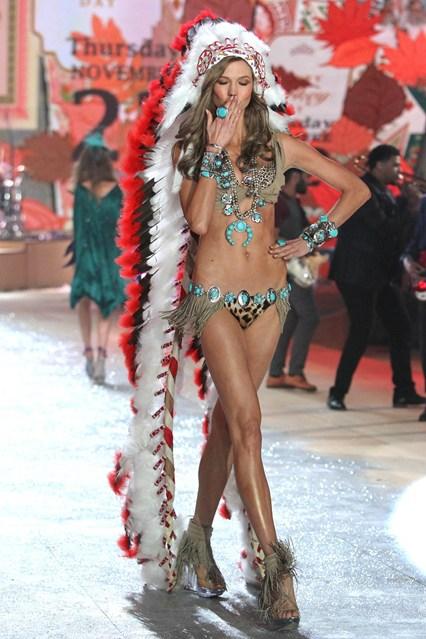 Victoria's Secret Карли Клос в индиански тоалет