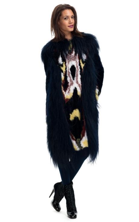 Уникално дълго палто с косъм шарено от Fendi зима 2012
