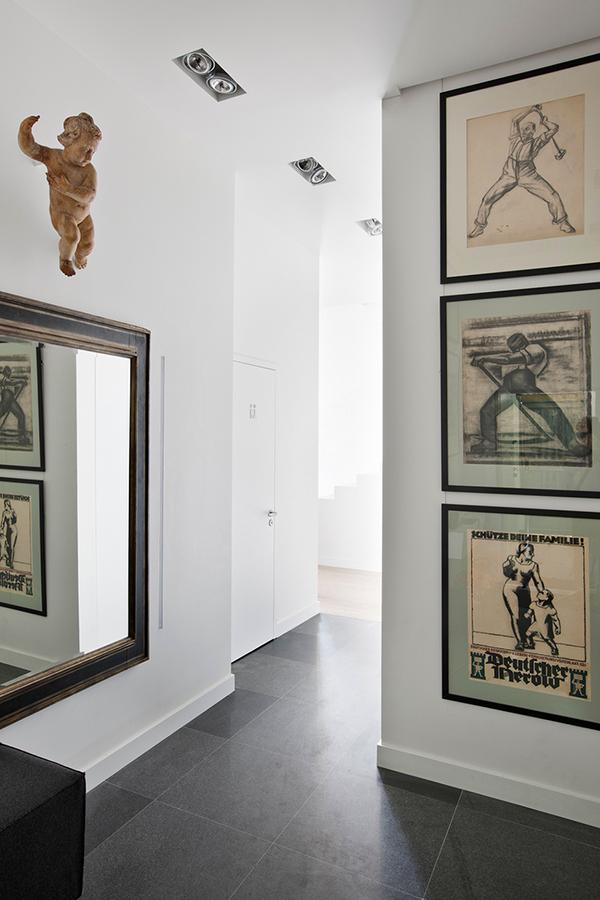 Пентхаус в Москва - картини в коридора