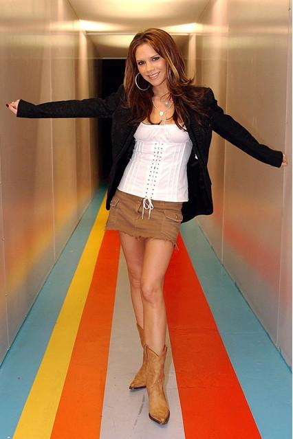 Виктория Бекъм през 2003 г., докато се изявява като соло изпълнител