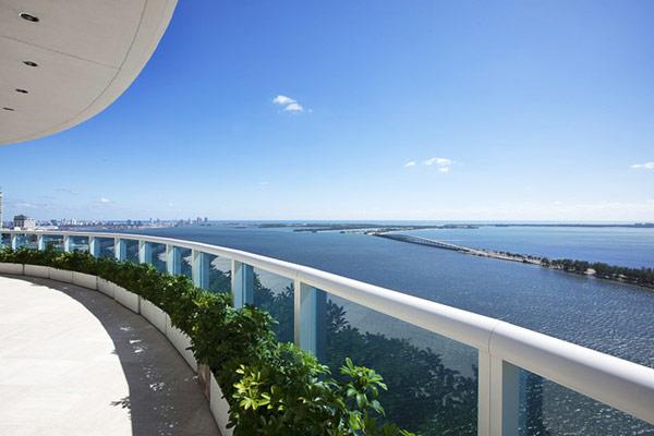 Пентхаусът на Фарел Уилямс - тераса с гледка към океана