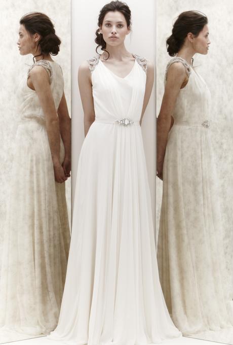 Нежно падаща булчинска рокля с камъни по презрамките Jenny Packham 2013