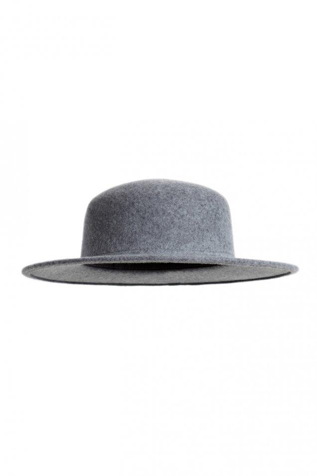 Светло сива вълнена шапка с периферия зимна Carven 2012