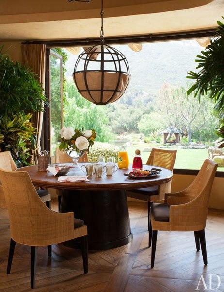 Домът на Уил Смит - маса за закуска