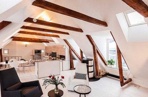 Двуетажен апартамент в Стокхолм с греди като основен елемент в интериора