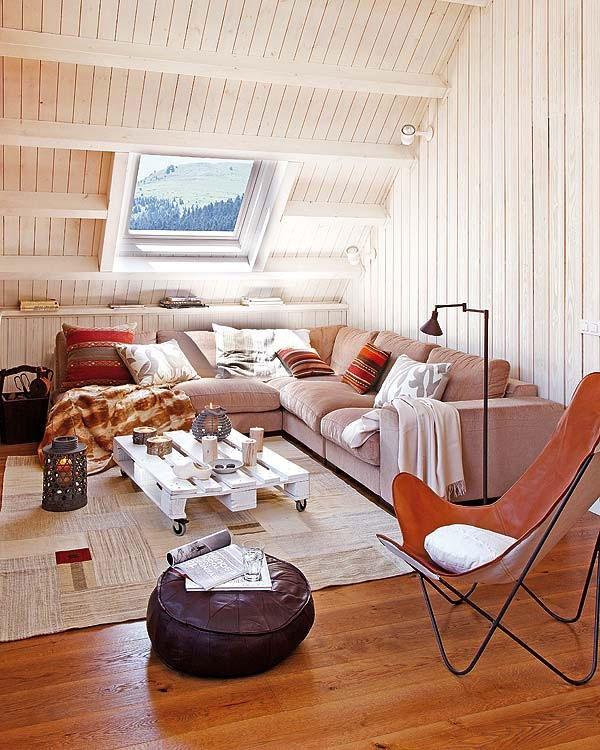 Комфортен диван ъгъл в мансарда