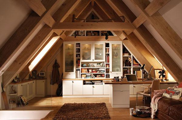 Мансарда с дървена тема - таванска стая