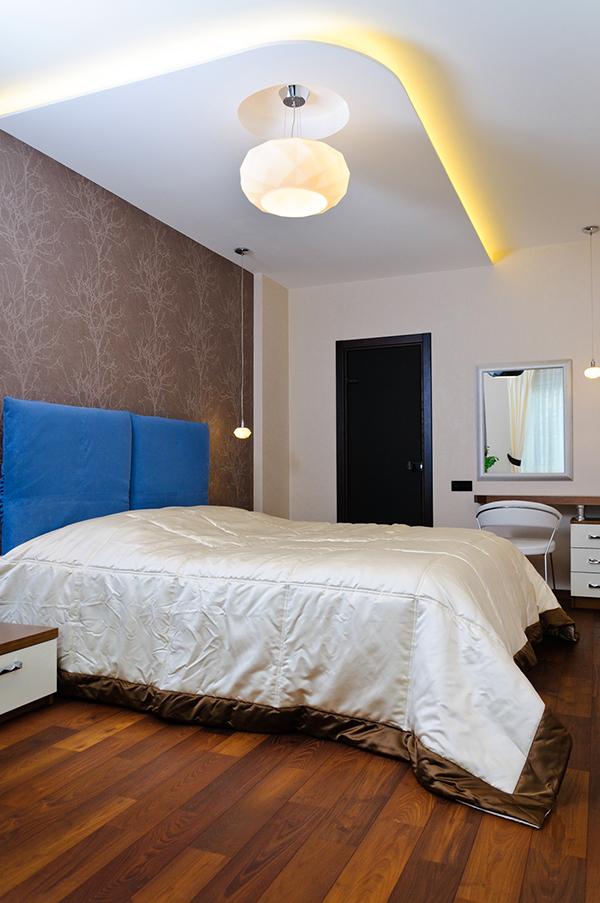Модерен апартамент в Одеса - спалня