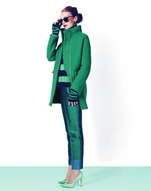 Ултра модерно съчетание на панталон ситно  каре и свежо зелено палто зима 2012
