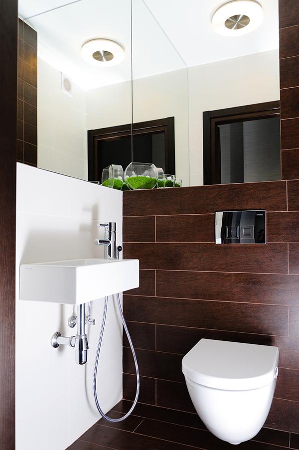 Модерен апартамент в Одеса - малка баня