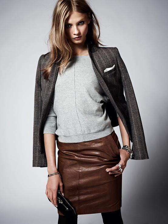 Супер актуална къса кожена пола с изчистена блуза и сако за зима 2012