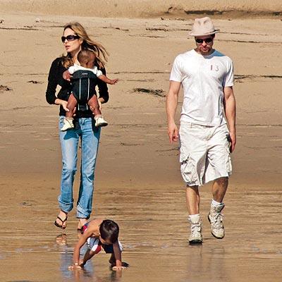Анджелина Джоли и Брад Пит с детето