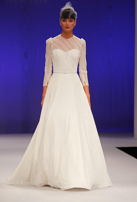 Семпла дълга разкроена бучинска рокля Junko Yoshioka зима 2012