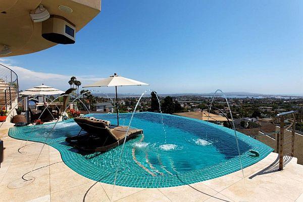 ИЗключителна резиденция - басейн с фонтани