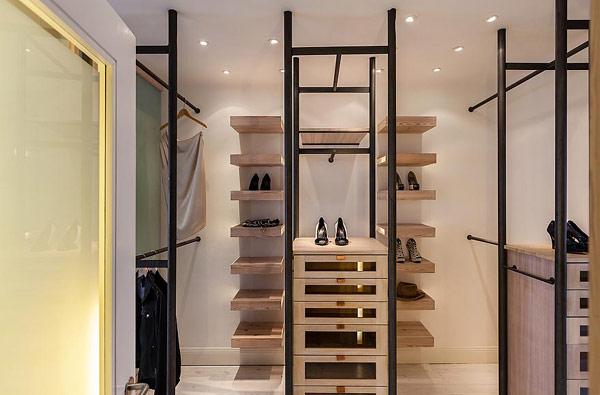 Двуетажен апартамент в Стокхолм - дрешник