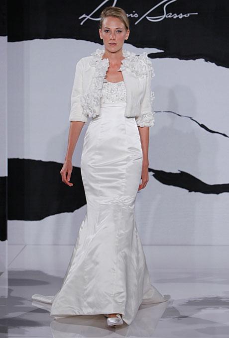 Супер стилна булчинска рокля с болеро Dennis Basso зима 2012