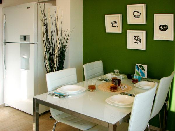 Свеж апартамент в Букурещ - маса за хранене