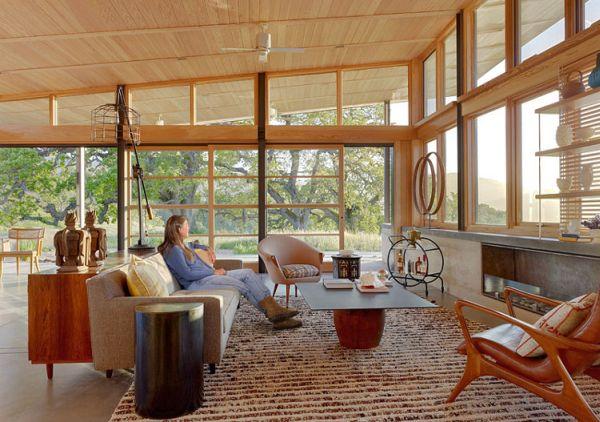 Къща гъсеница - уютен хол