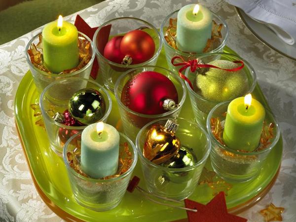 Свежа и оригинална коледна декорация със свещи