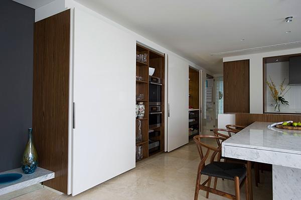 Малък апартамент в Сидни - скрити шкафове