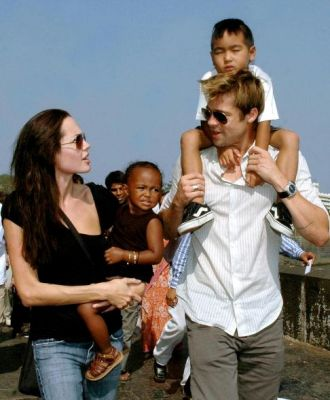 Анджелина Джоли и Брад Пит на разходка