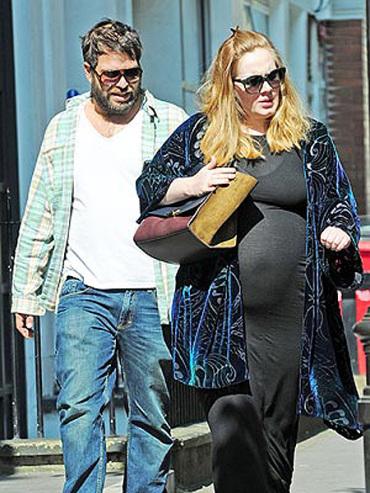 Адел бременна