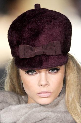 Шапка лилава кожа с косъм DSquared2 зима 2012