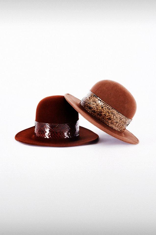 Зимна шапка с лента змийска кожа Trussardi зима 2012