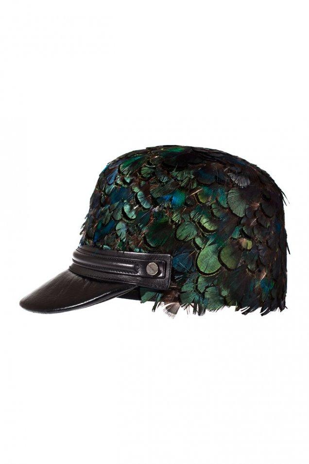 Зимна шапка с пера Roberto Cavalli зима 2012